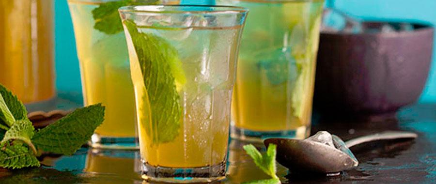 Una típica infusión orgánica semper tea para niños en verano o para toda la familia