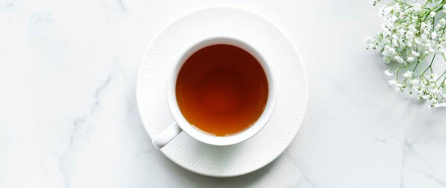 selbstgemachtes After-Sun-Gel mit schwarzem Tee und Aloe Vera