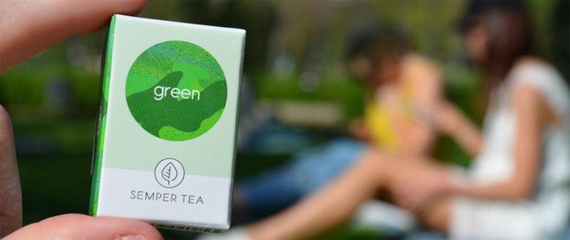 Mit unseren Rezepten zeigen wir Dir, wie Du im Nu mit grünem Tee Dein persönliches Sommergetränk kreierst. Grüner Tee einfach kombiniert mit einer großen Portion Früchte.