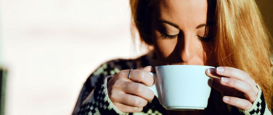 Algunas personas encuentran el té como una forma más llevadera e innovadora para hidratarse además del consumo habitual de agua.