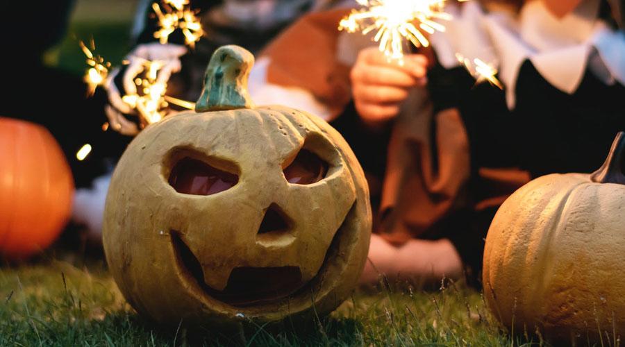 Deseamos que estas ideas fáciles para Halloween hayan despertado tu inspiración y te ayuden a crear un ambiente te-rrorífico. Si te animas con alguna, nos encantaría ver los resultados.