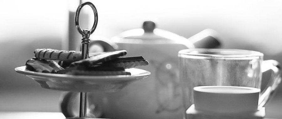 Nach jahrelanger Zusammenarbeit mit der Hotel- und Gastrobranche kennen wir die Bedürfnisse dieser Branche. Und haben mit Semper Tea eine Marke ins Leben gerufen, die den Teetrend und die Bedürfnisse der Branche in neuen, individuellen Teekonzepten vereint.