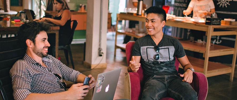 Das Konzept des Co- Working Cafes ist so innovativ wie simpel: Den Leuten Raum geben zum arbeiten, Präsentationen halten, Tee trinken, Freunde treffen, Playstation spielen.