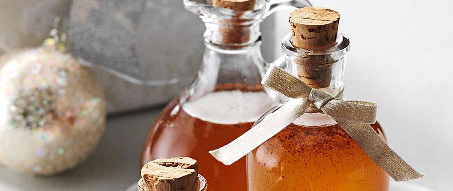 Puedes añadir vainas de canela para decorar o cáscaras de naranja.
