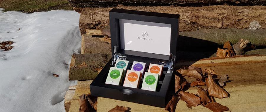 morgendlichen Yogastunde kann eine Tasse Semper Tea green
