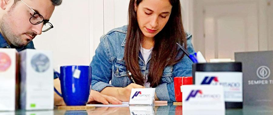packaging individual en monodosis en cajas expositoras con presencia lujosa semper tea hurtado estates
