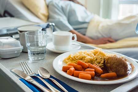 Tee, selbst zubereitet und ungesüßt Kräuter- und Früchtetee sind als idealer Durstlöscher in Krankenhäusern